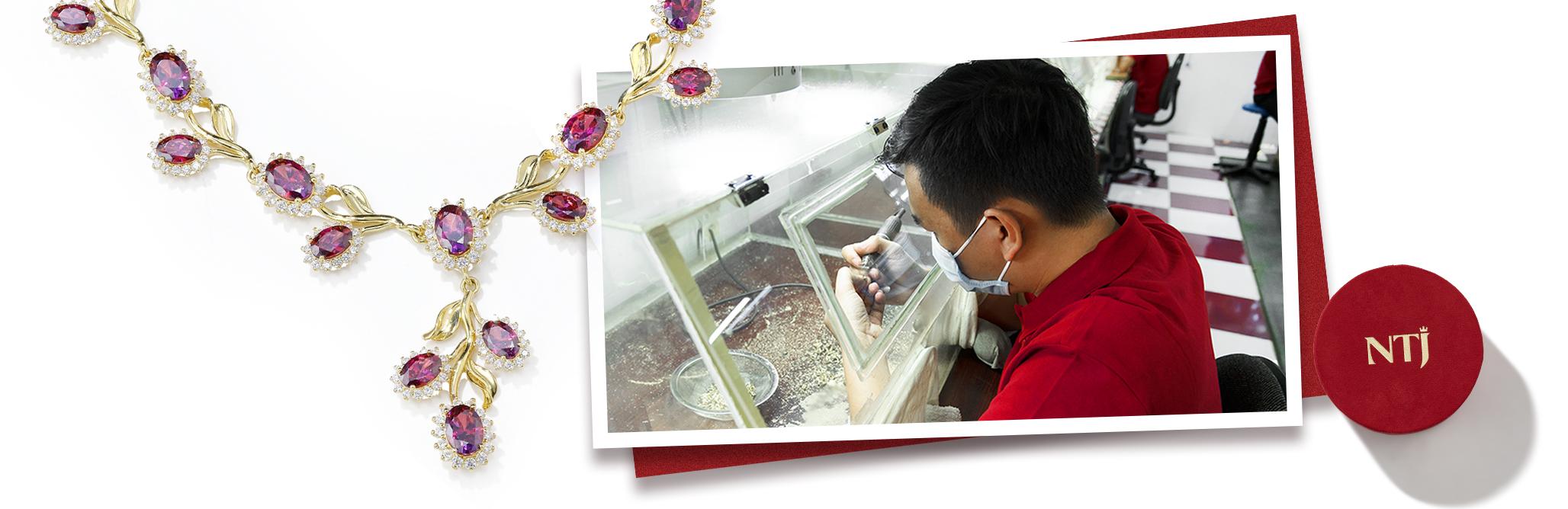 Làm sạch trang sức tại cửa hàng NTJ
